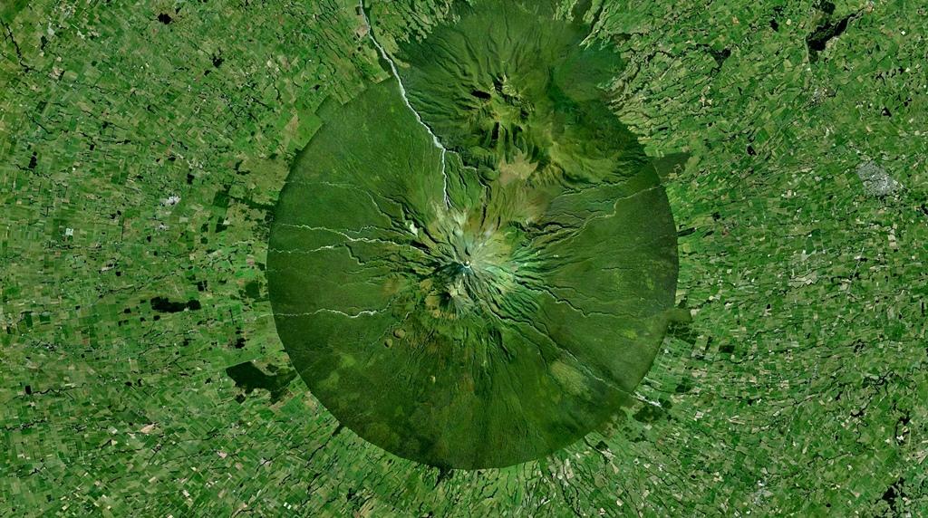 Mount Taranaki, North Island, New Zealand - 39°17′47″S 174°03′53″E