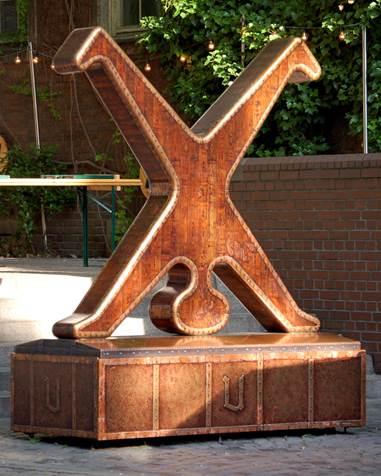 Il simbolo di Düsseldorf - palesemente ispirato al The Naked Handstander