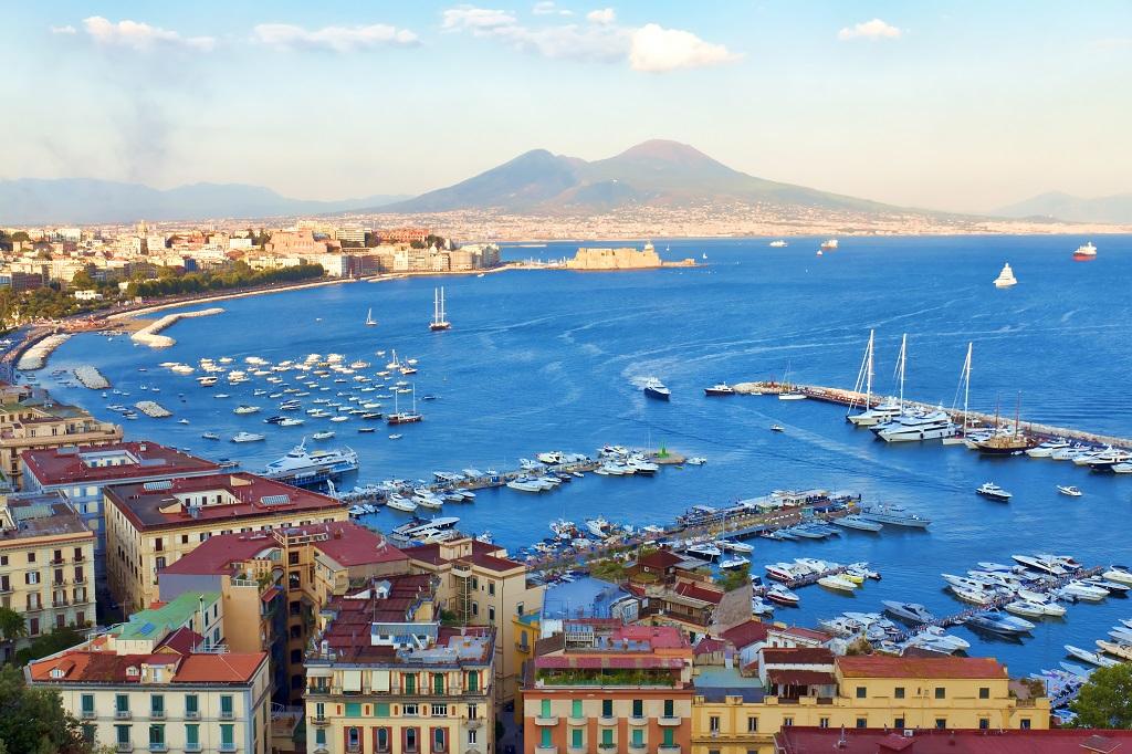 Veduta del Golfo di Napoli - fotolia © lapas77