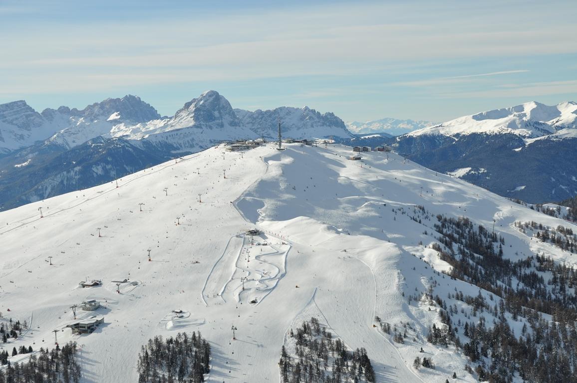 Il Plan de Corones, il paradiso degli sciatori con vista sulle Dolomiti – Fonte: Consorzio turistico Plan de Corones/Skirama