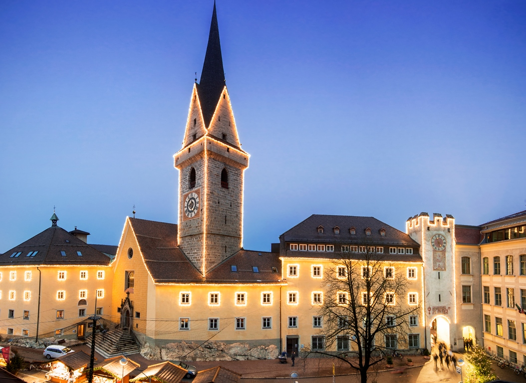 """Brunico, la capitale della Val Pusteria ed anche """"borgo più felice del viver bene"""" – Fonte: Consorzio turistico Plan de Corones/Alex Filz"""