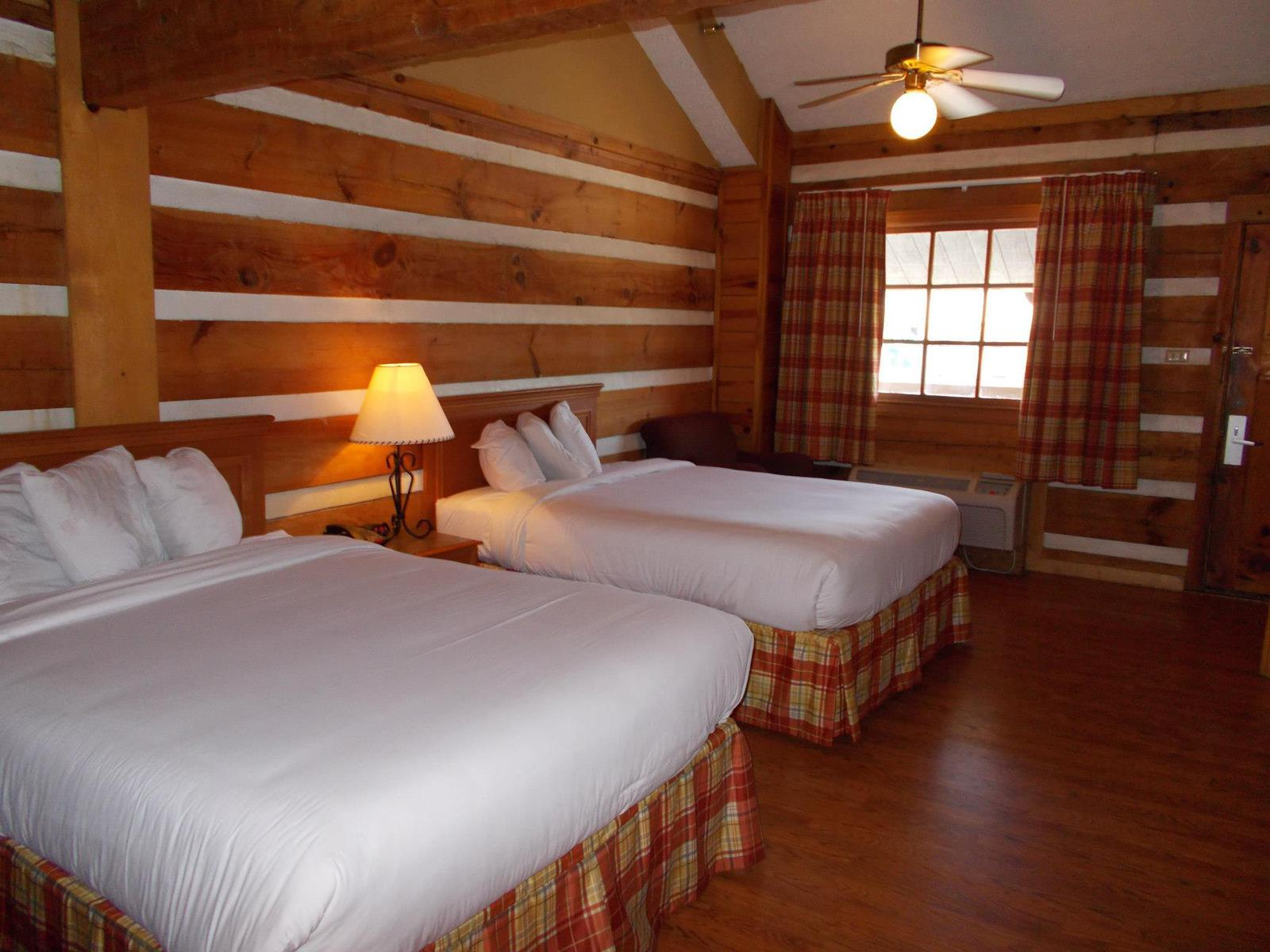 the guestrooms at Timbers Lodge
