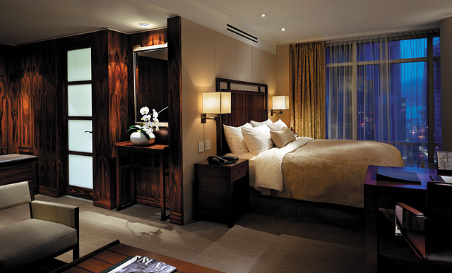 Celebrity Hotels in Vancouver-Shangri-La-guestroom