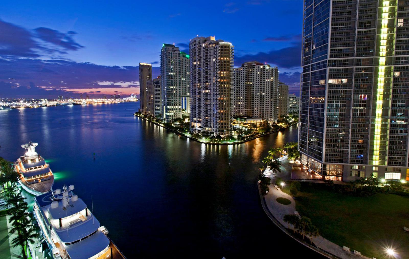 Area 31 Lounge Downtown Miami
