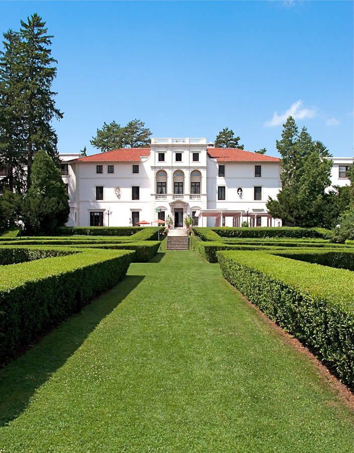 Geneva On The Lake Wine Country Villa & Resort