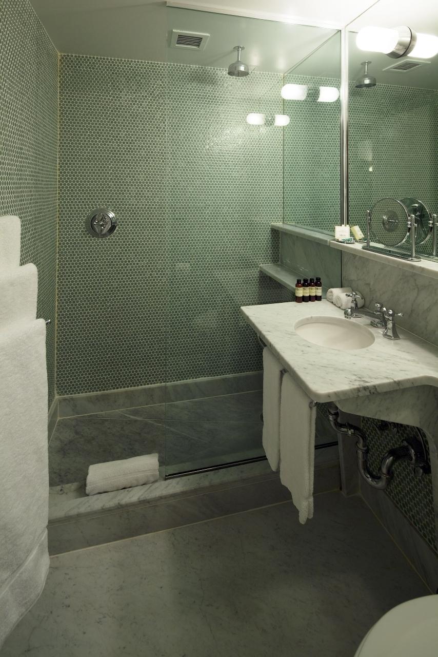 Maritime hotel bath products