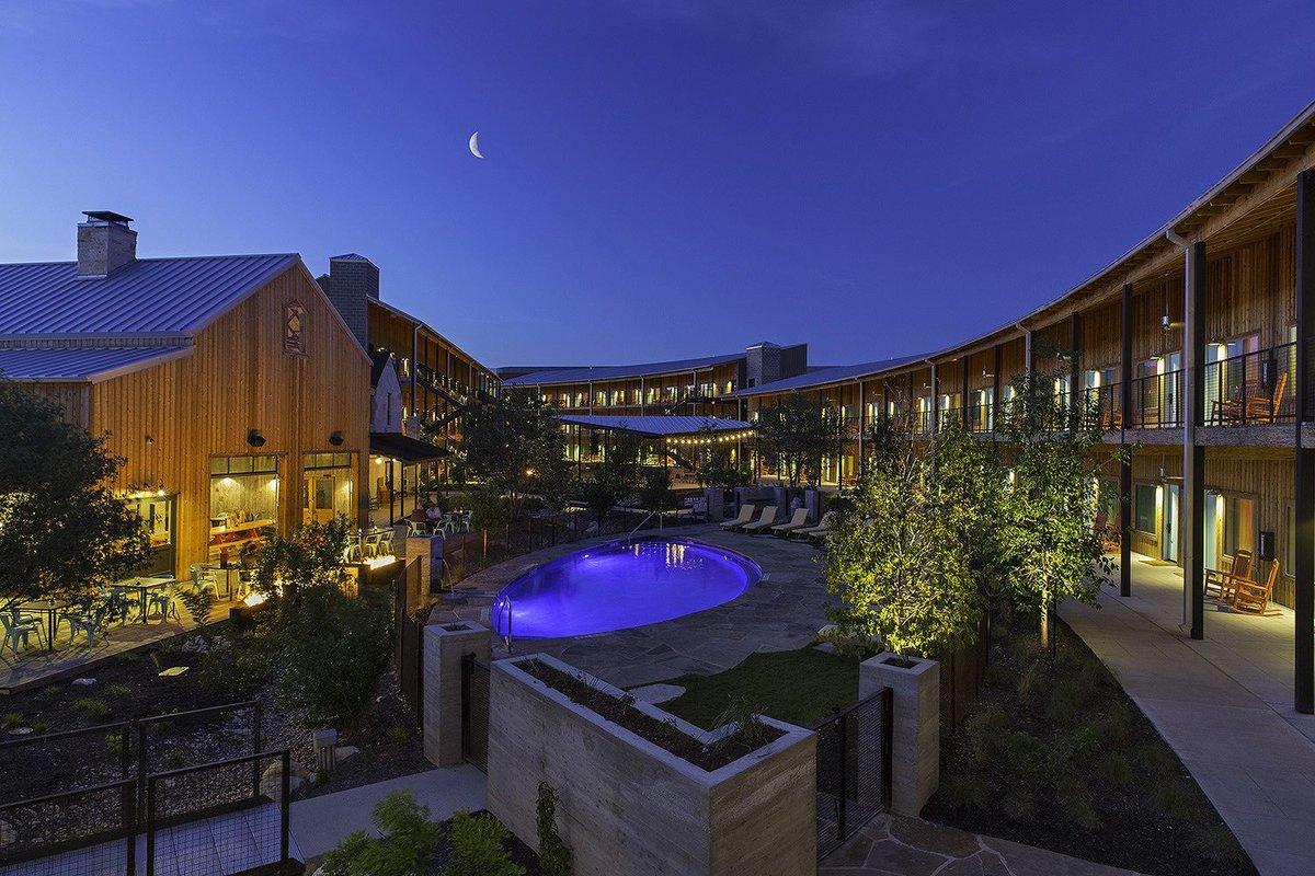 Lone Star Court Hotel Austin Courtyard