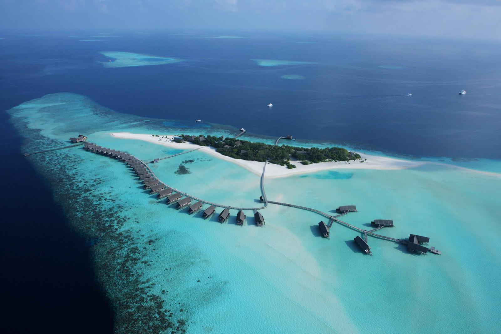 Así de impresionante es el resort de playa en Cocoa Island, Islas Maldivas.