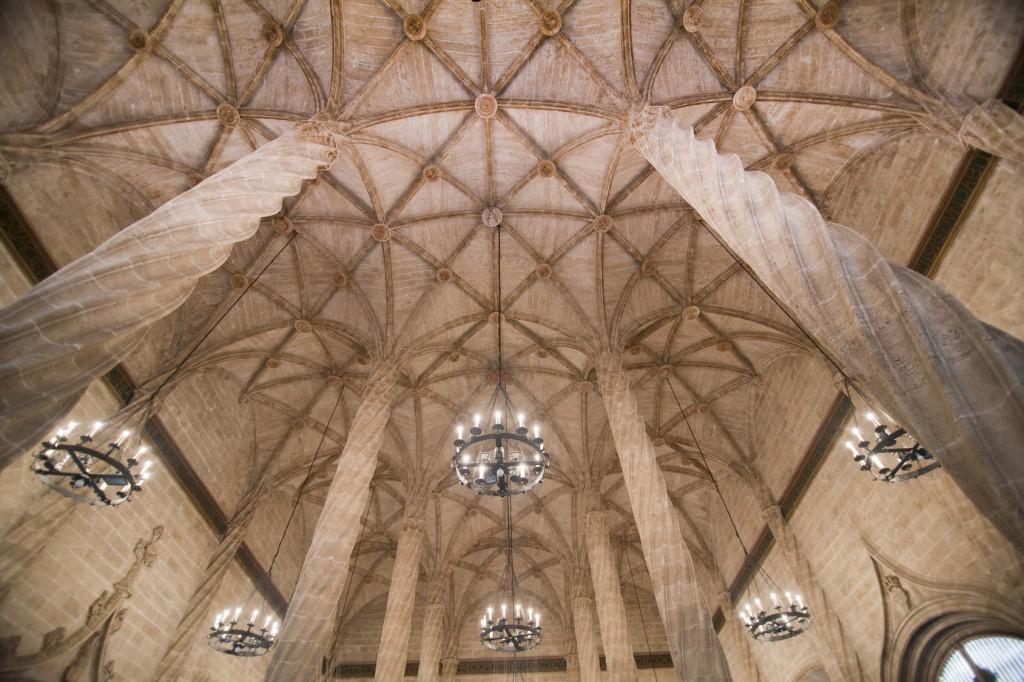 viajar en Semana Santa interior de la lonja de Valencia
