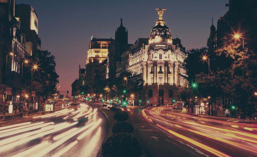 viajar en Semana Santa vista de madrid por la noche
