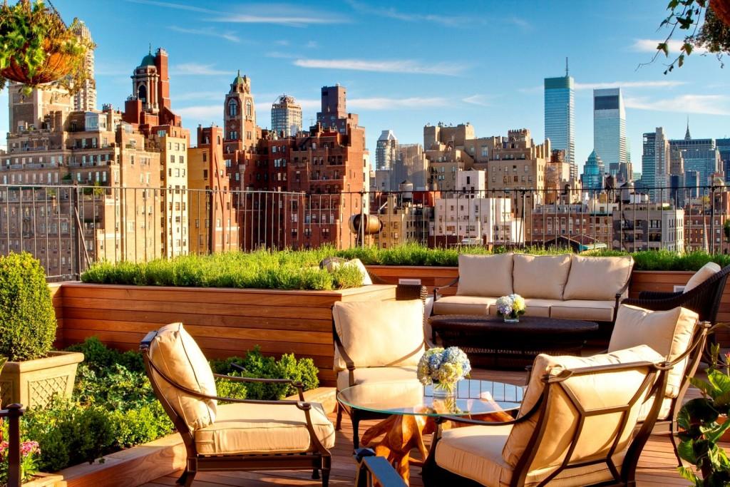 Esta terraza tiene unas espectaculares vistas del Upper East Side de Manhattan. ¿Dónde? En el hotel Surrey