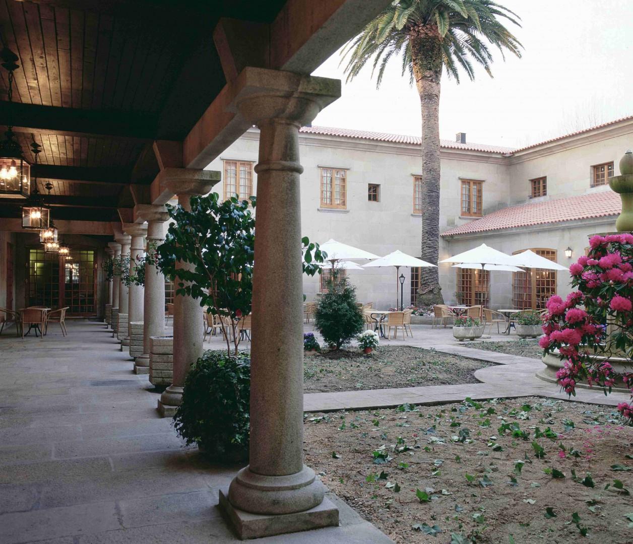 Patio del Hotel Parador de Cambados