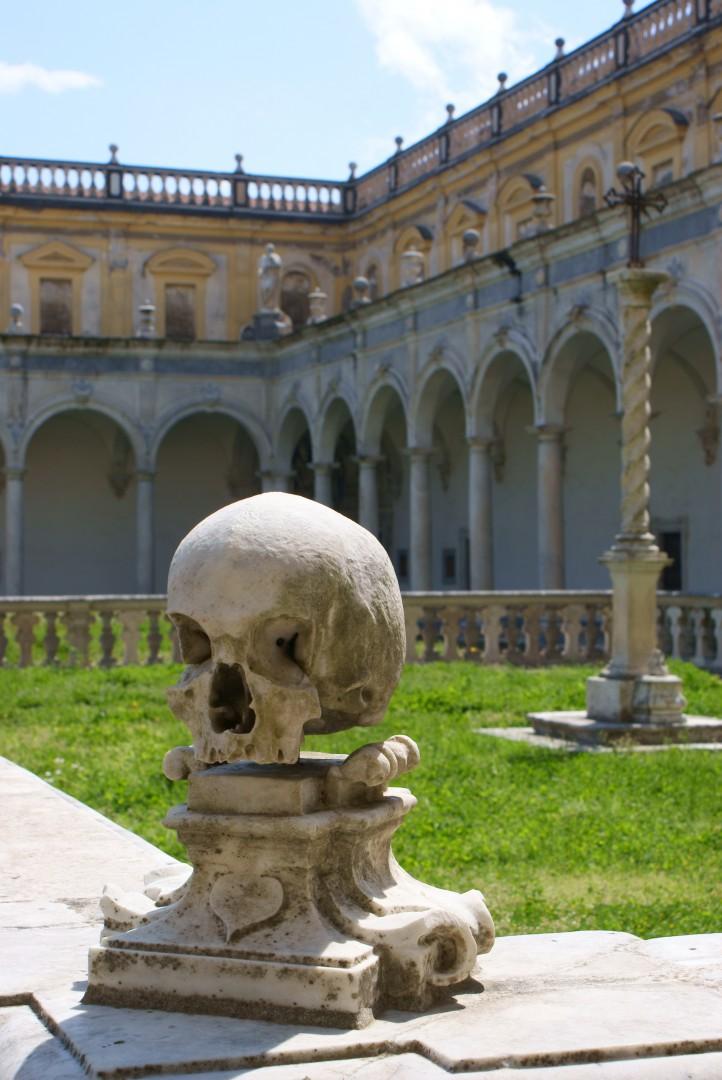 noche de halloween Craneo en la Certosa di San Martino