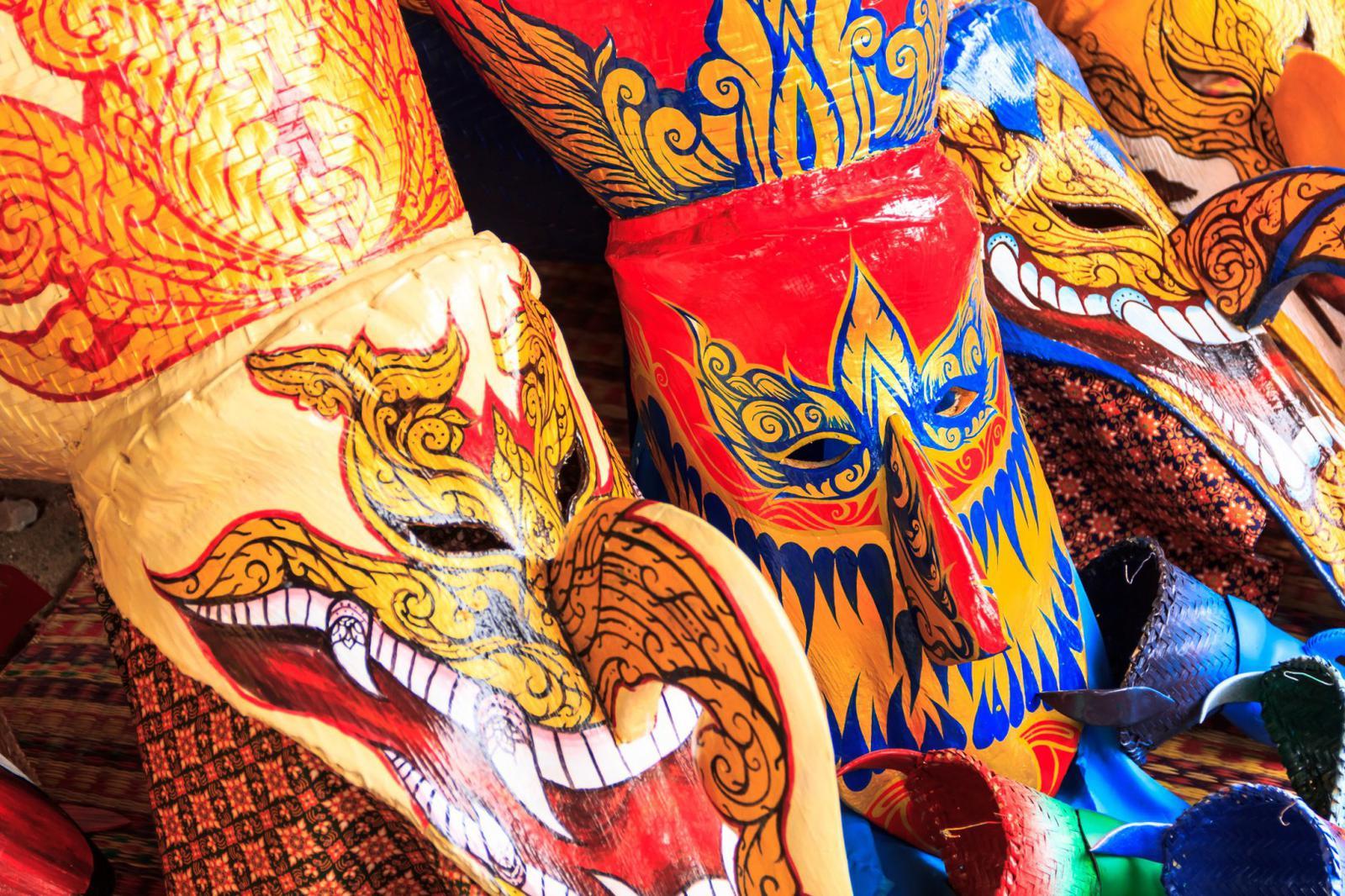 noche de halloween Máscaras típicas tailandesas
