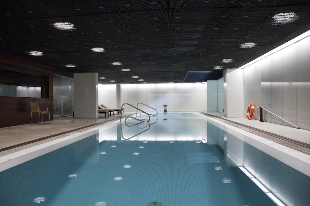Vista general de la piscina del spa del hotel Empordà Golf