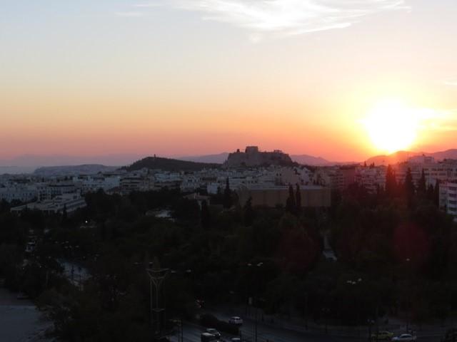 Vista del atardecer en Atenas desde el hotel Hilton Athens.
