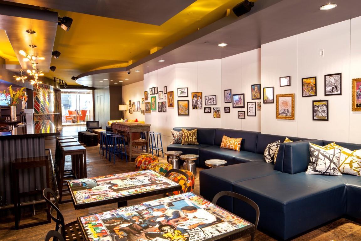 vuelta al mundo en 80 días Bar del hotel Equity Point New York Times Square (EEUU)