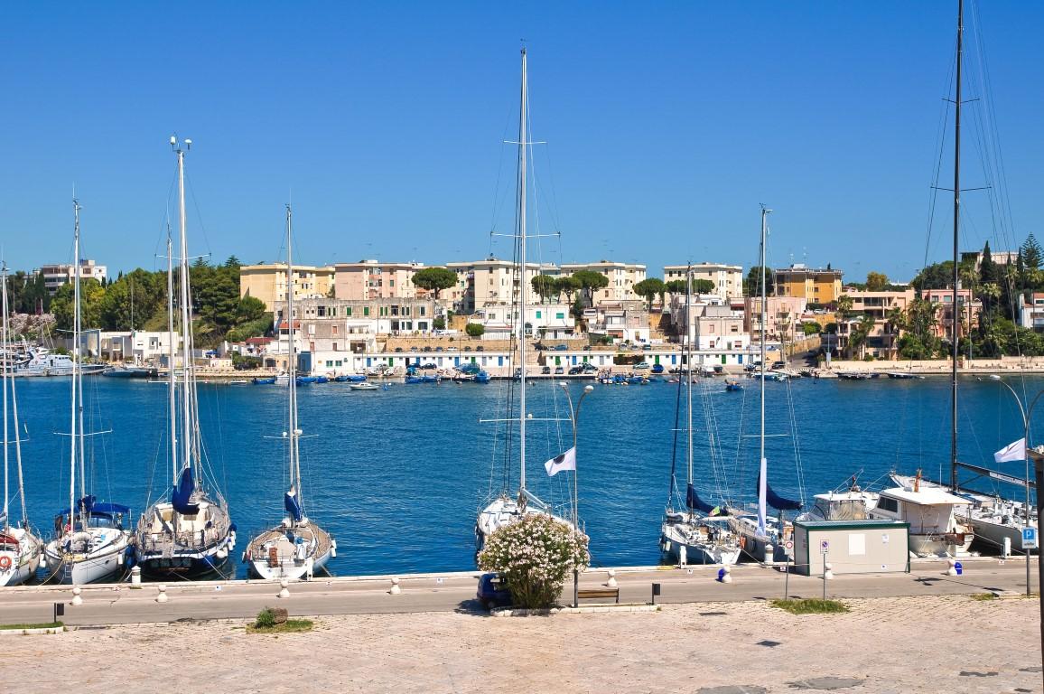 vuelta al mundo en 80 días Panoramic view of Brindisi. Puglia. Italy.