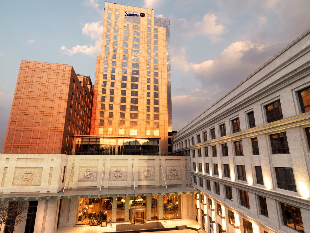 vuelta al mundo en 80 días Fachada del hotel Radisson Blu Shanghai Hong Quan de China