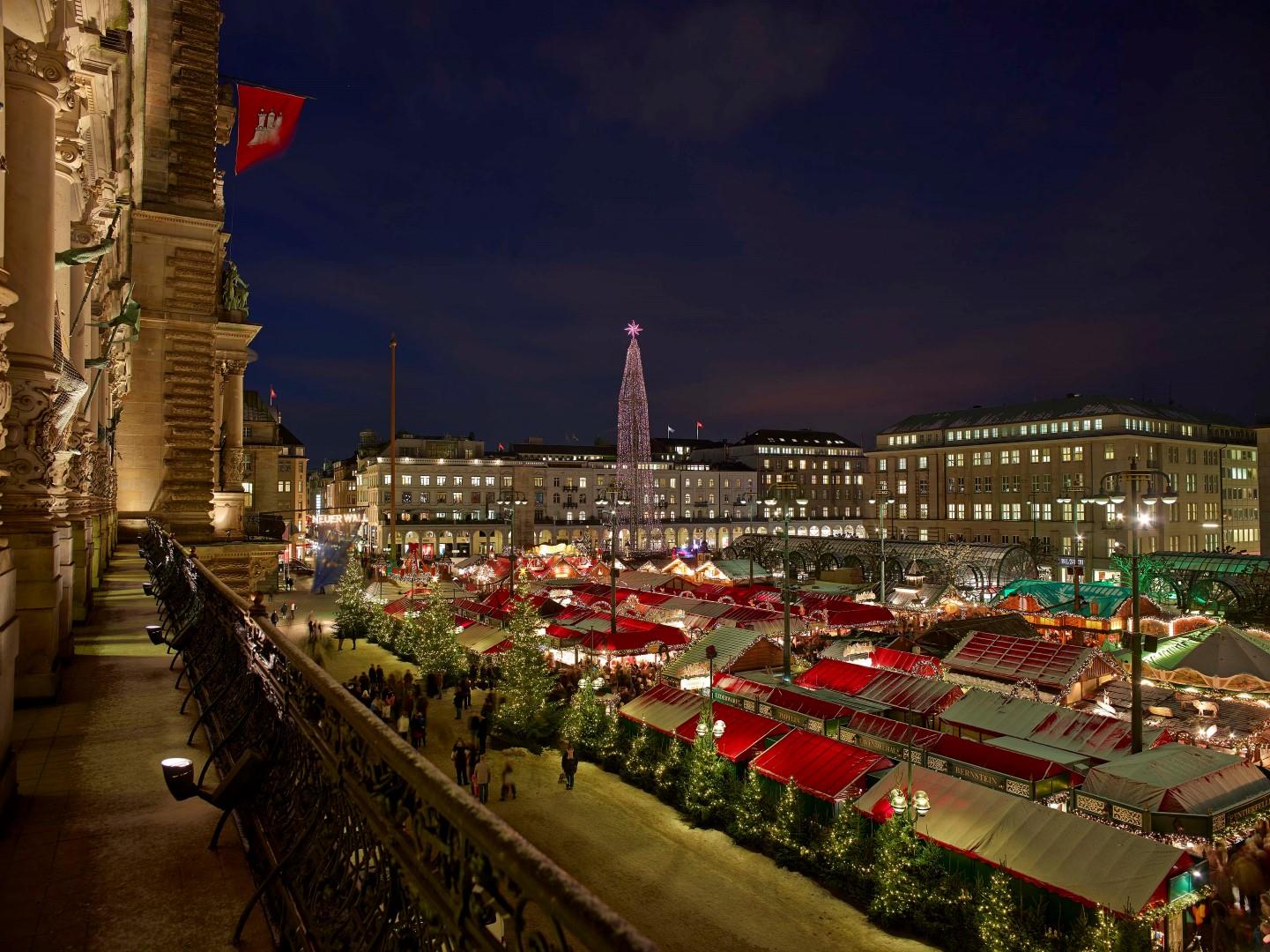 mercadillos de navidad Weihnachtsmarkt vom Rathaus Balkon/christmas market town hall