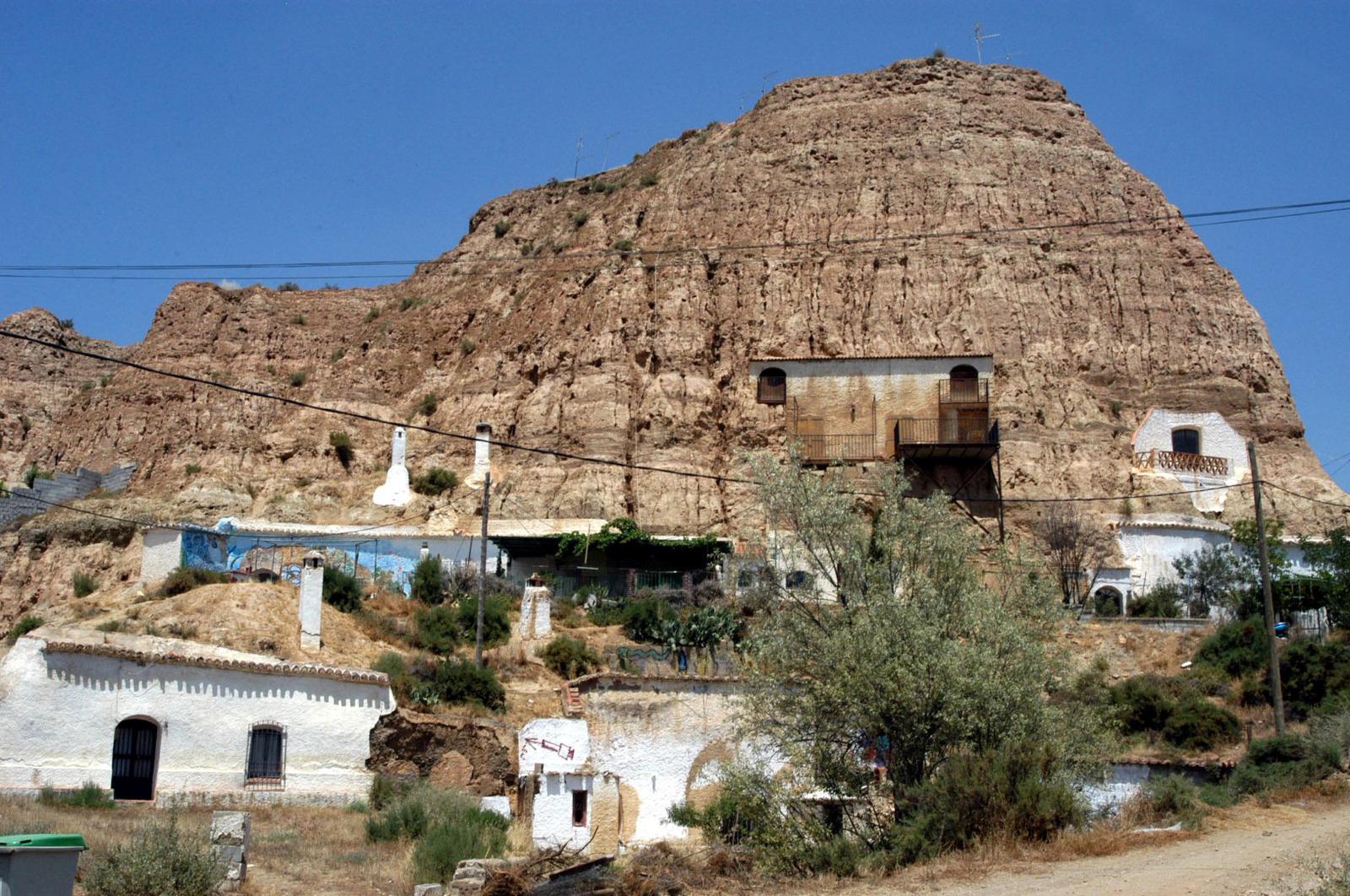 Casas en las montañas de Guadix.