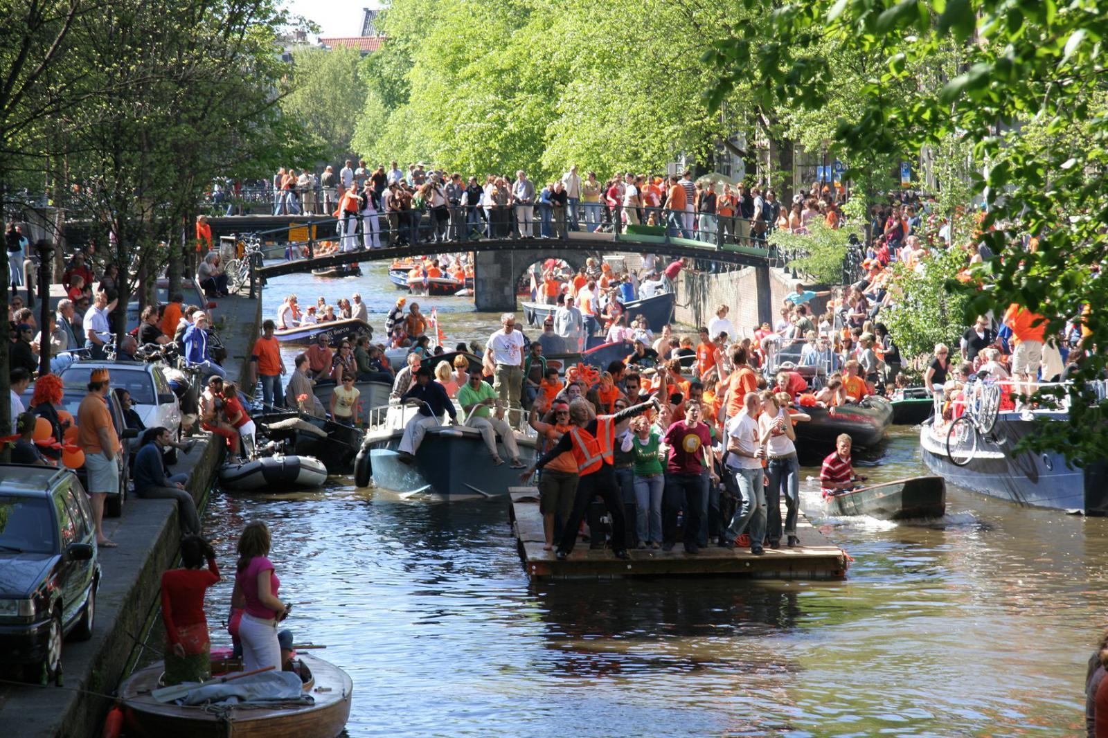 fiestas del mundo La fiesta también se traslada a las embarcaciones del canal.