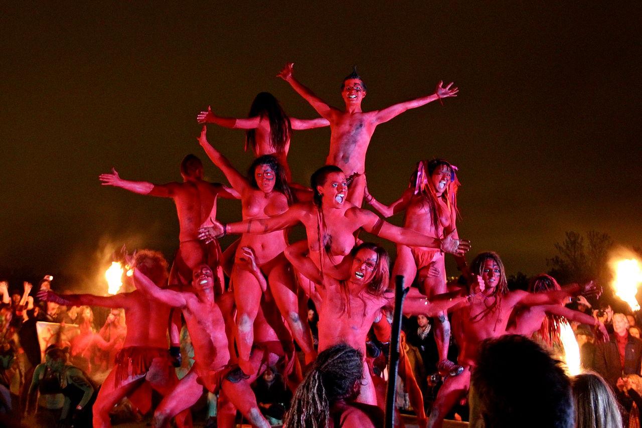 fiestas del mundo Los diablos rojos del Festival de Beltane.