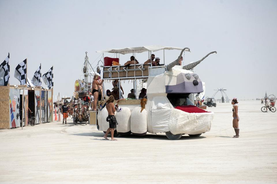 fiestas del mundo Los coches artísticos son una parte importante del festival.