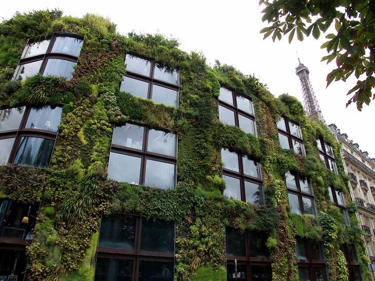 Fachada verde del museo Quai de Branly.