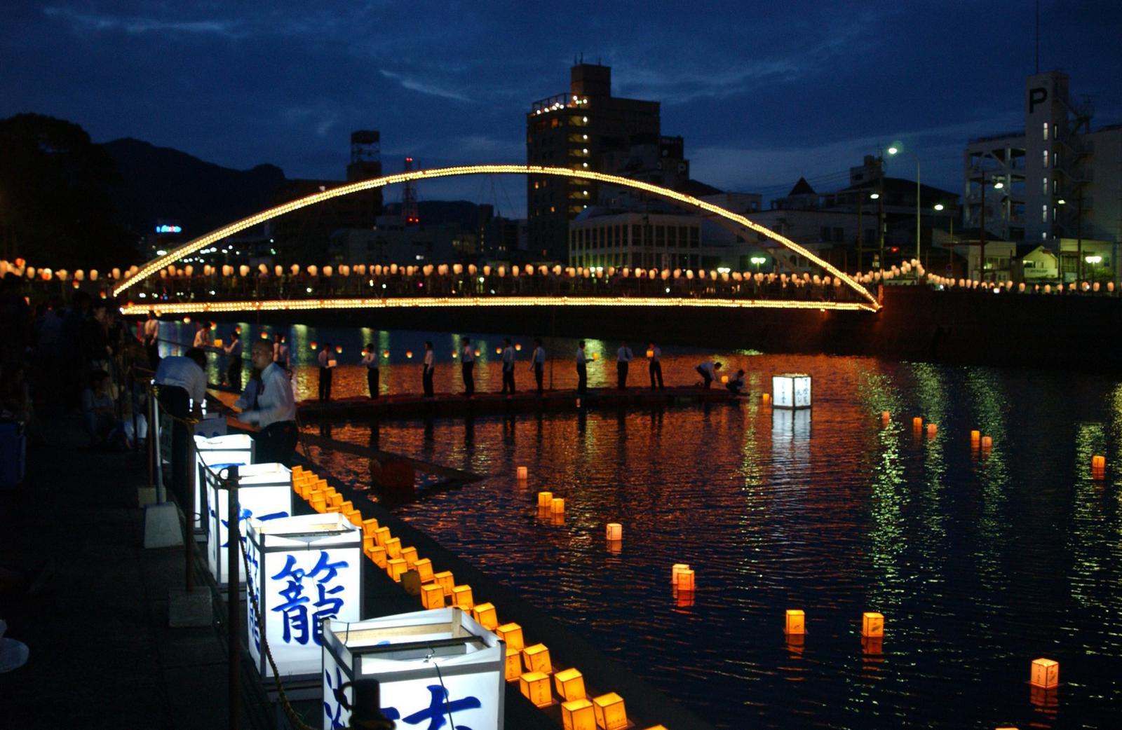 fiestas del mundo Festival de las linternas de Obon.