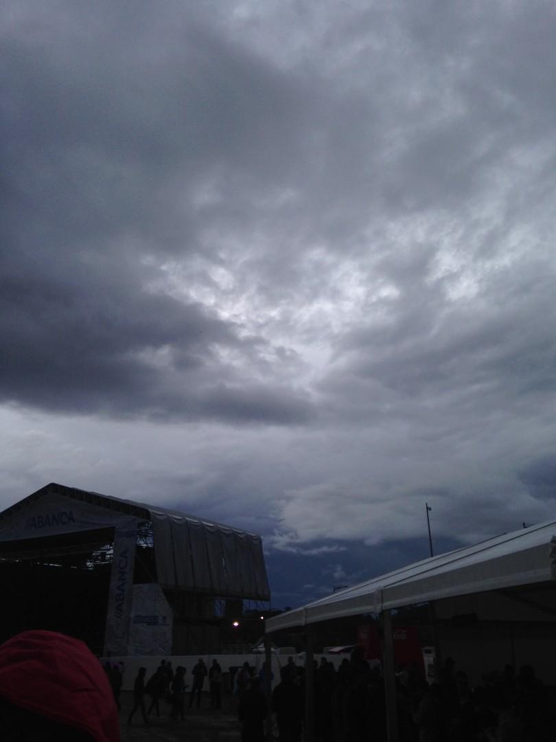 Mirad una foto de las nubes que se nos acercaban y juzgad vosotros mismos.