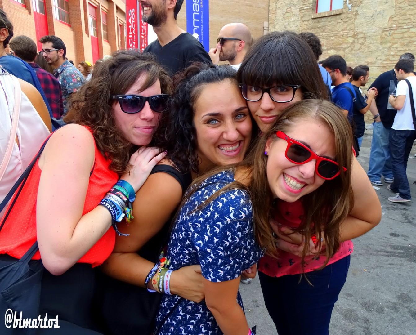 Lucía, Marisa, Fanny y Bitta disfrutando de los primeros conciertos del festival