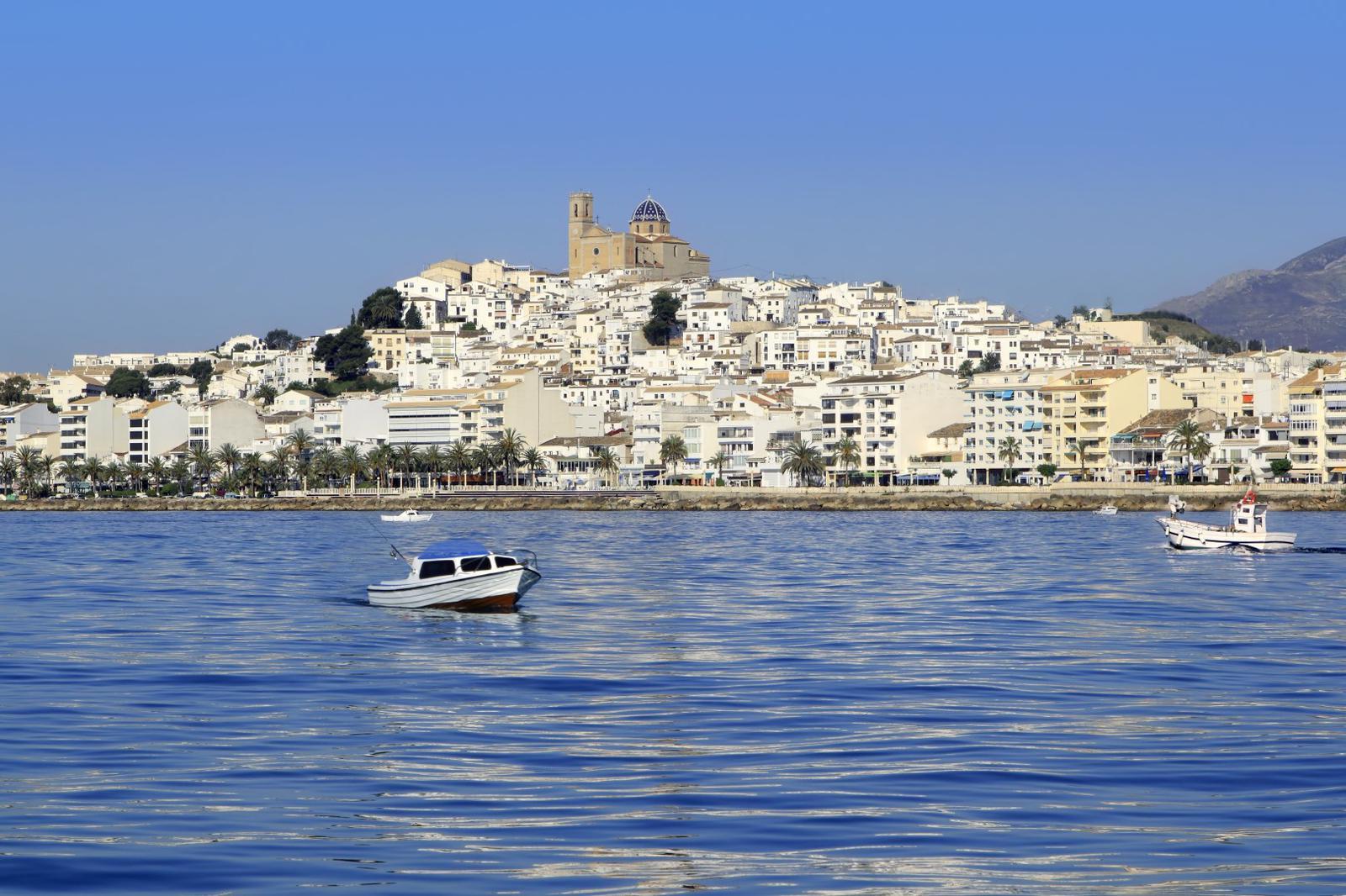 Vista desde el mar de Altea en Alicante