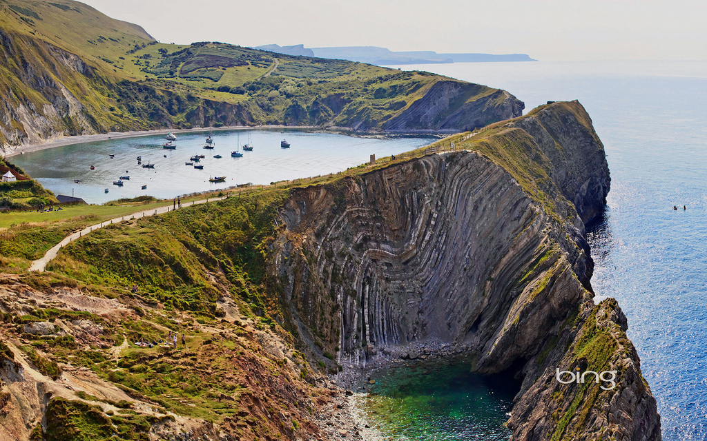 Lulworth-cove-along-Jurassic-Coast-England-by-达-李
