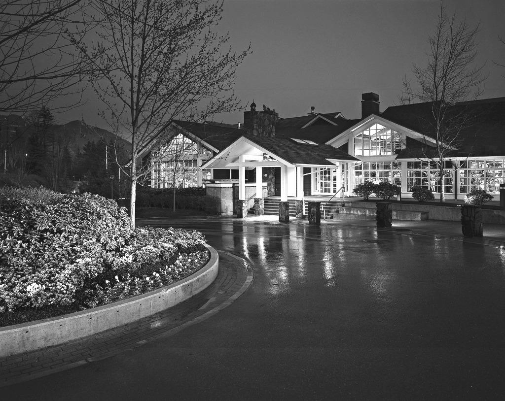 hoteles miedo Halloween Salish-Lodge-Exterior1