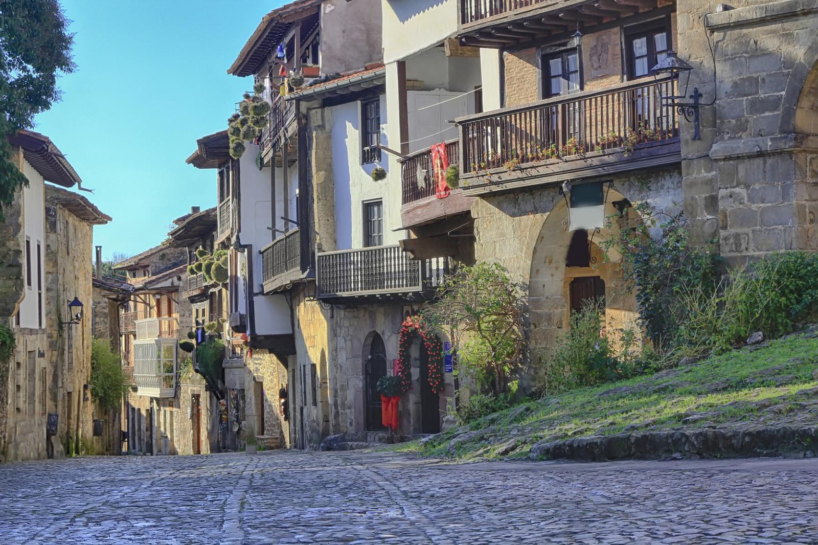 pueblos medievales Streets typical of old world heritage village of Santillana del