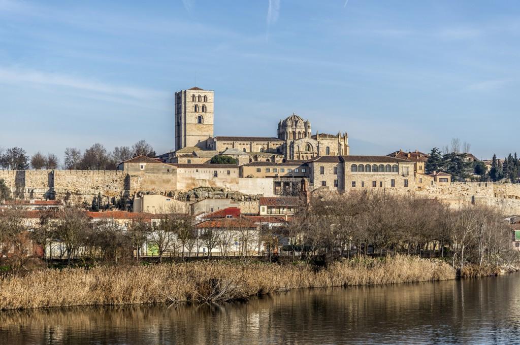 vista de zamora y su catedral