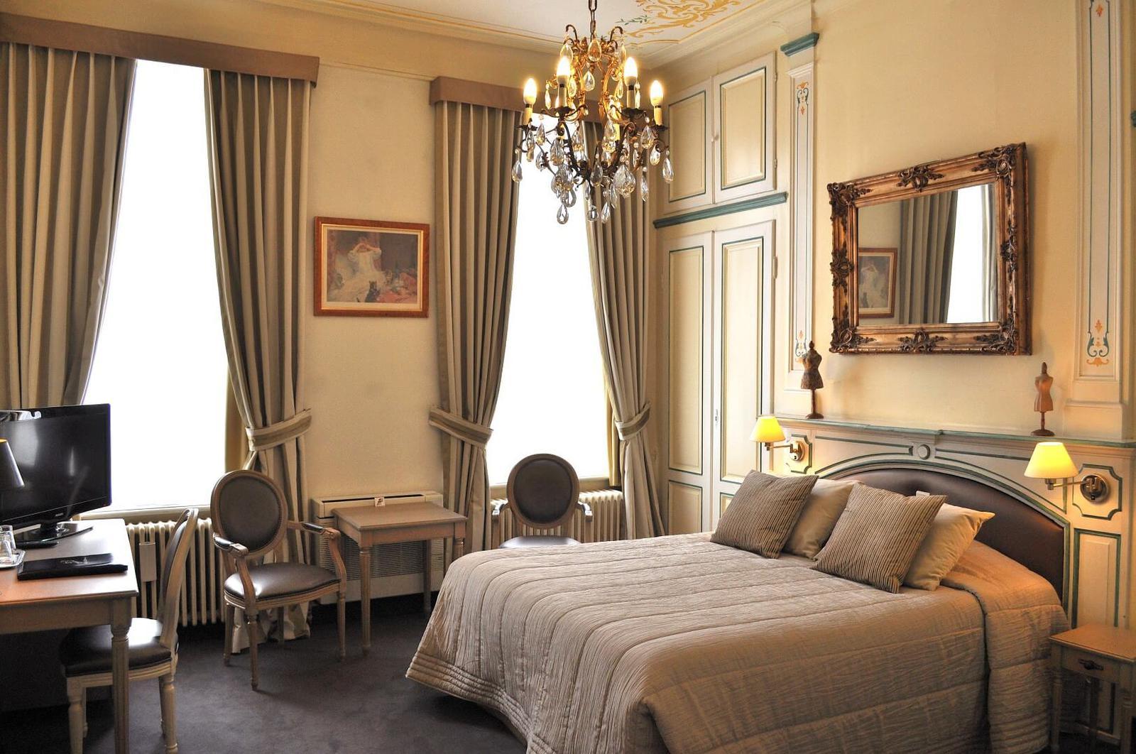 Deluxe rooms (2)