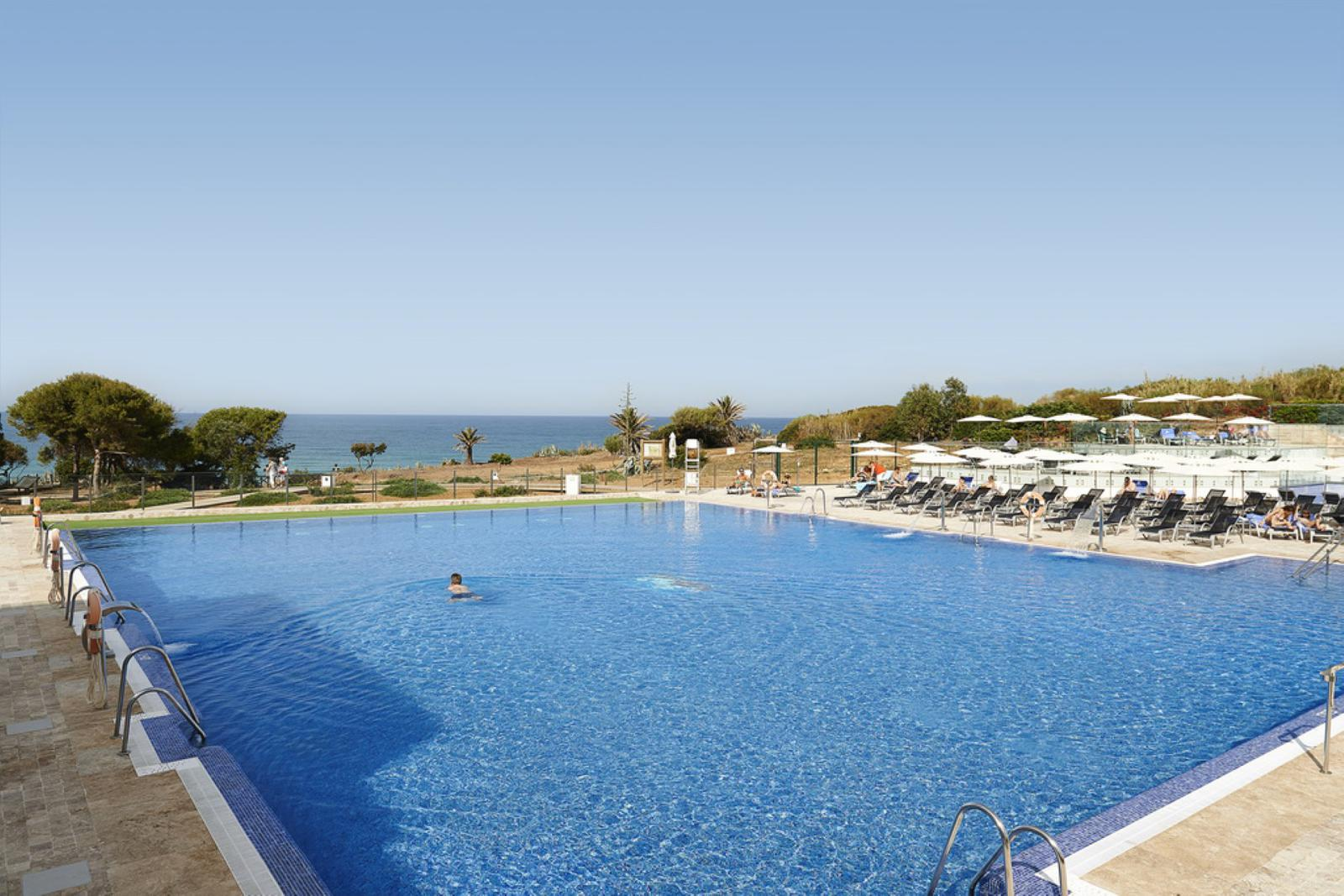 hoteles de playa Piscina exterior de Hipotels Gran Conil, Cádiz