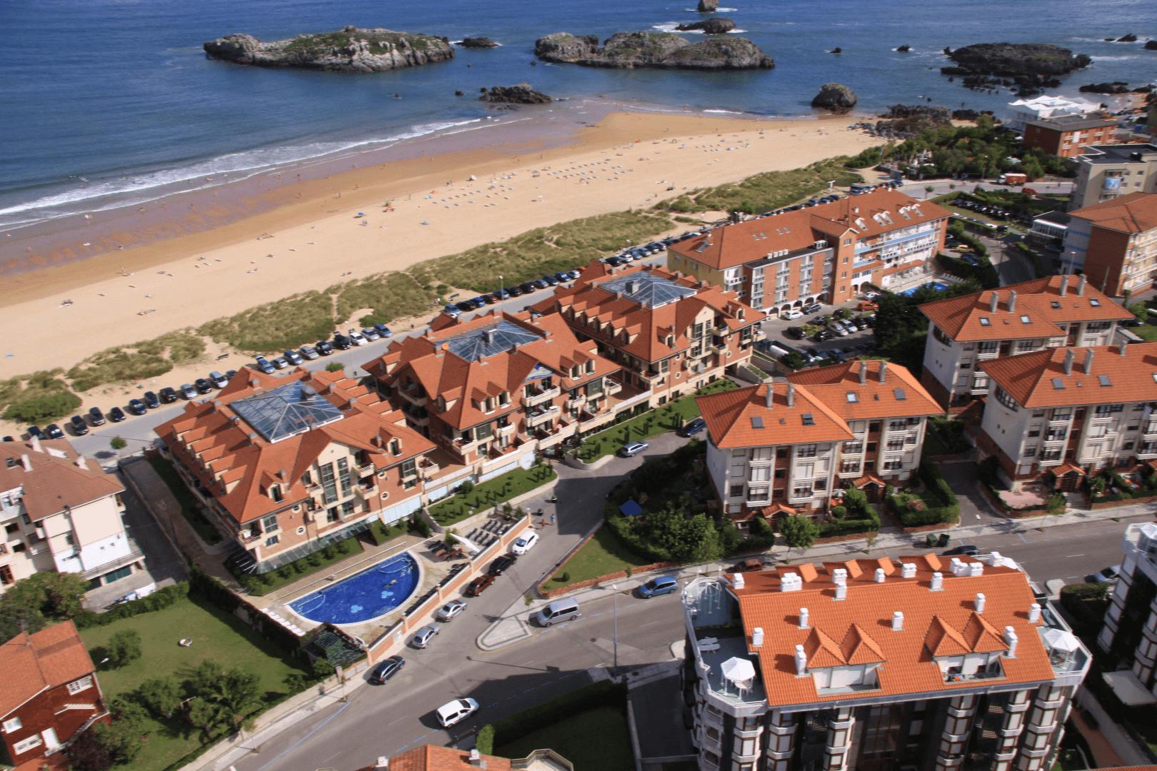 hoteles de playa Vista área Hotel Marítimo Ris en Noja, Cantabria