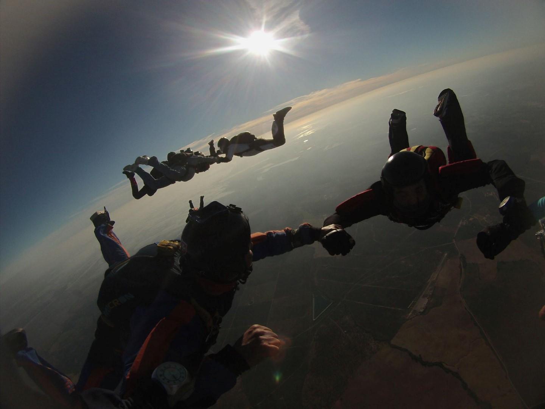 Si eres un atrevido no dejes escapar la oportunidad de hacer Skydive este verano. ¡Un planazo para este verano!