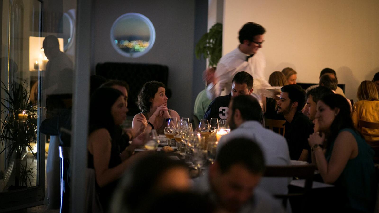 Las cenas clandestinas están en boca de todos y puede ser un plan divertido para este verano en Madrid.
