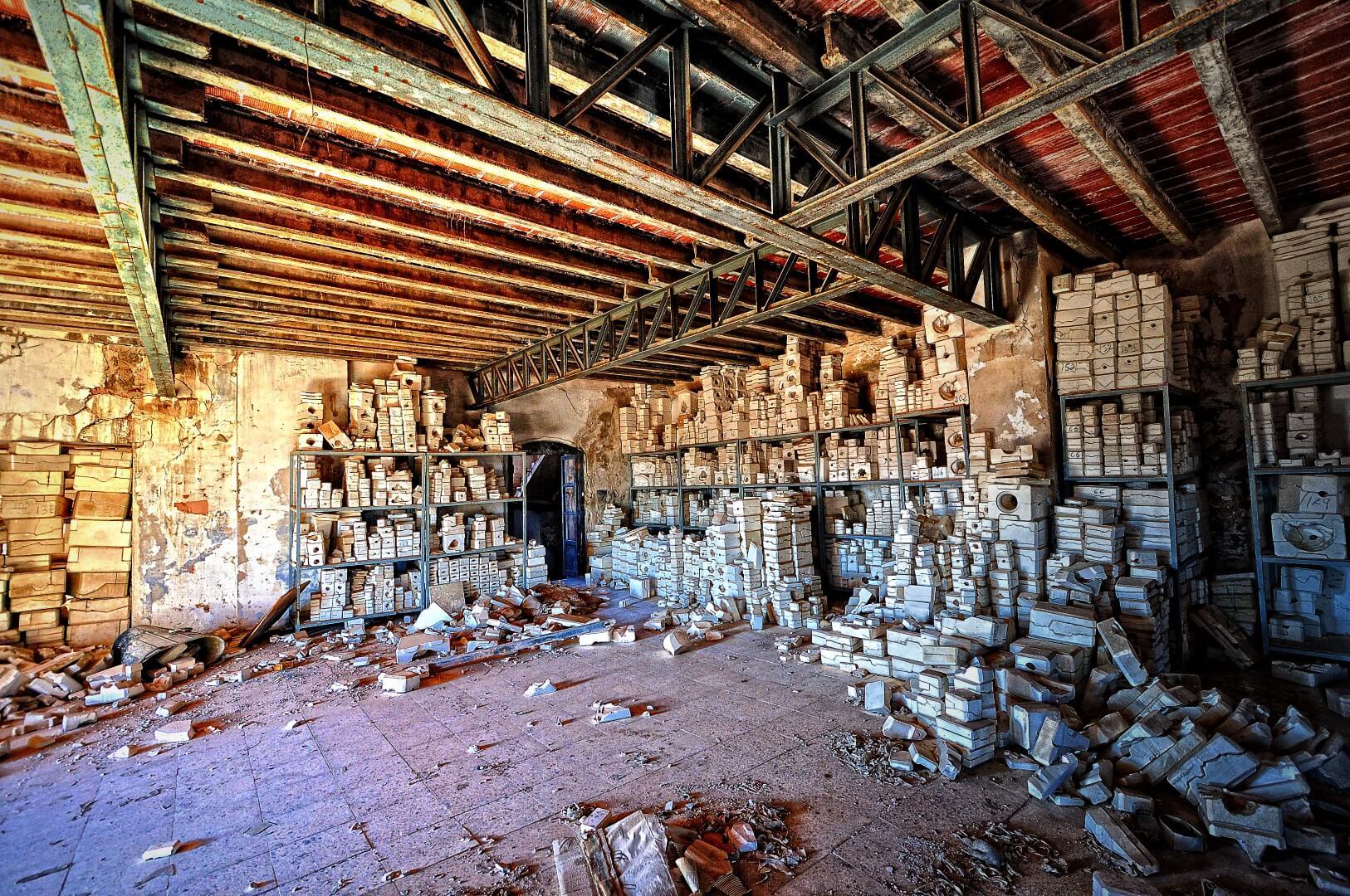 Visitar una fábrica de muñecas abandonada en Segorbe (Castellón) puede ser un buen plan alternativo para este verano.