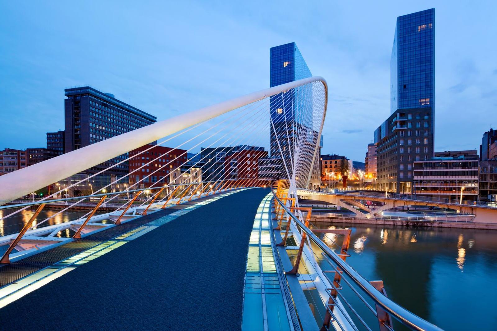 Bilbao. Puente Zubizuri.