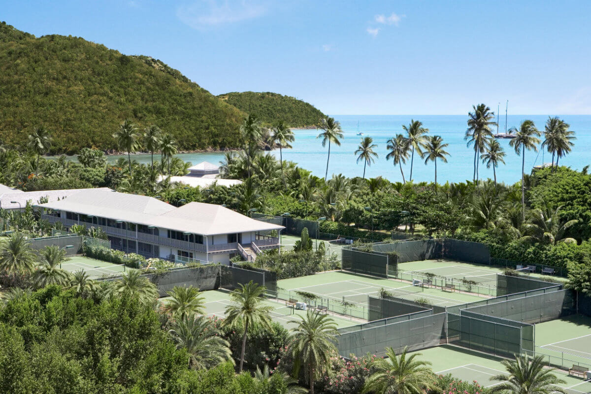 Tennis courts at the hotel Carlisle Bay