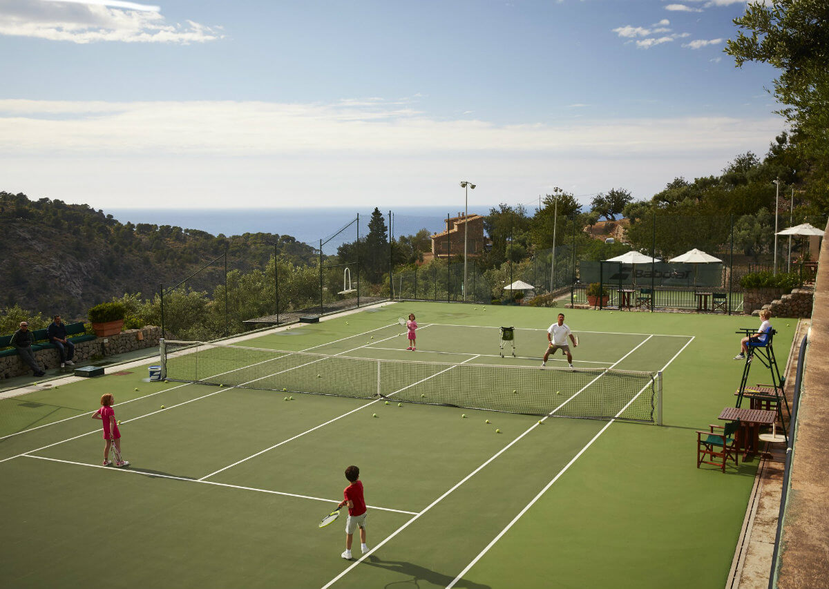 Tennis court at the Belmond La Residencia