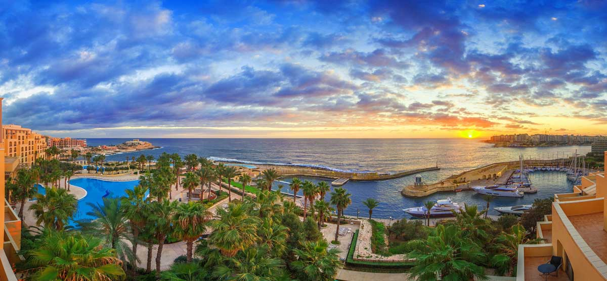 Vista do Hilton Malta, em St Julian`s