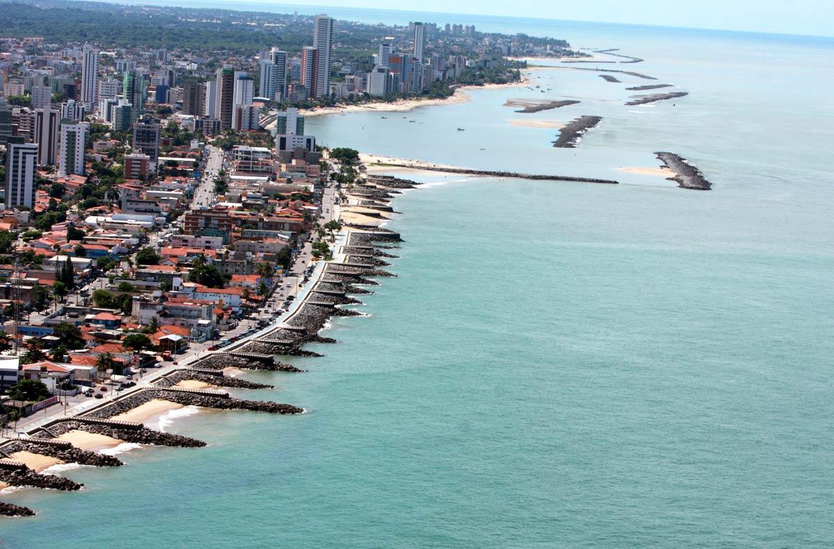 Praia de Casa Caiada, em Olinda, litoral de Pernambuco