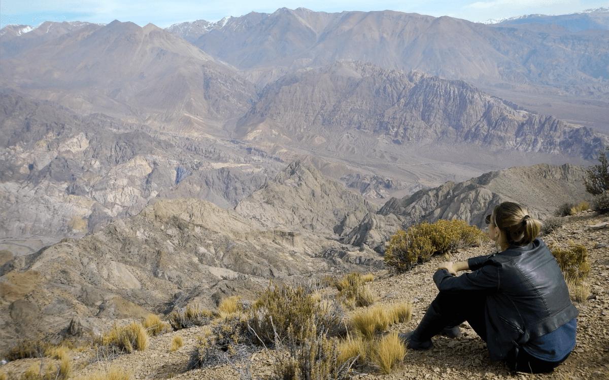 Nikki Verdot na Cordilheira dos Andes na região de Uspallata