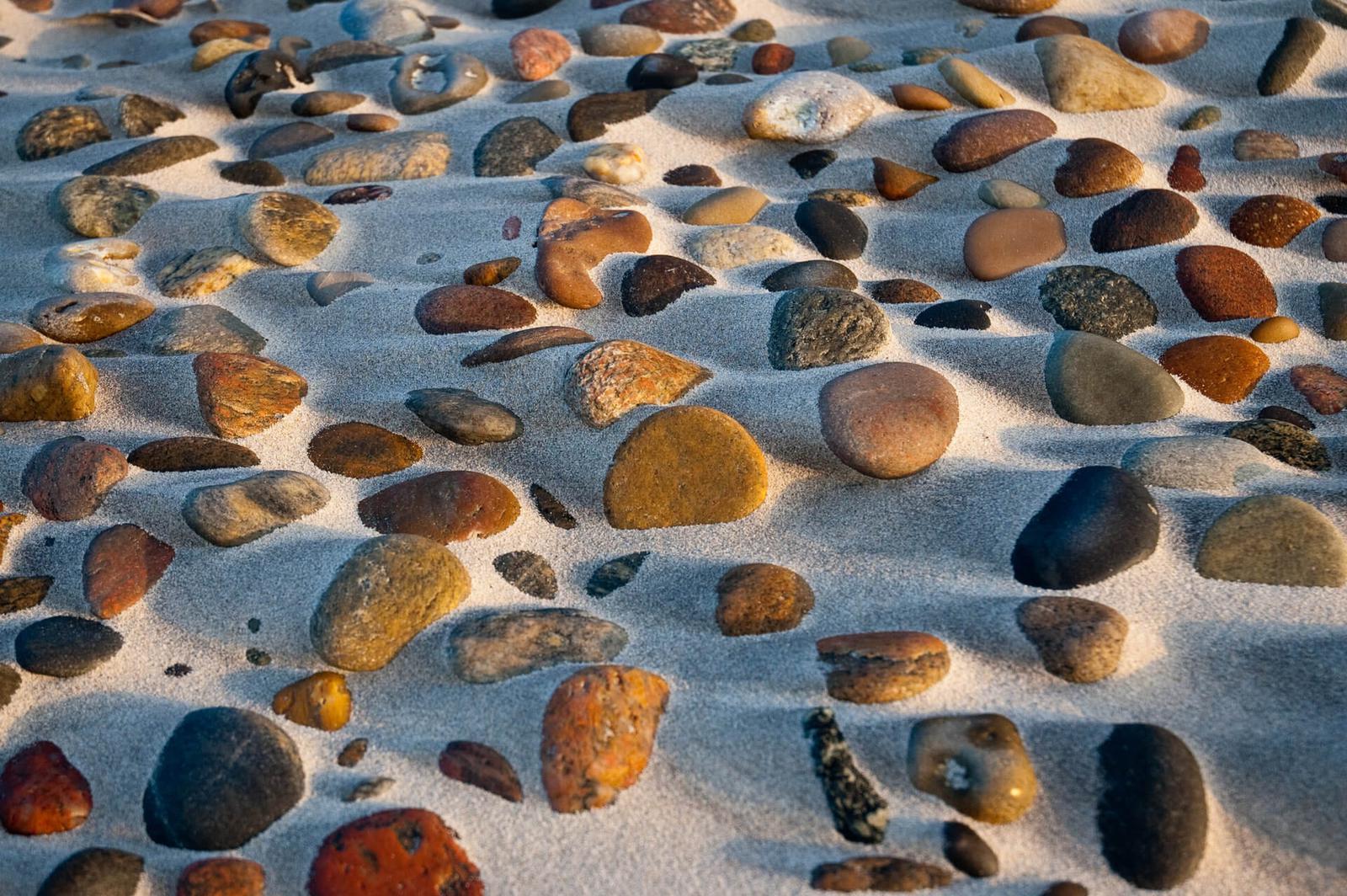 Strandsten og sollys